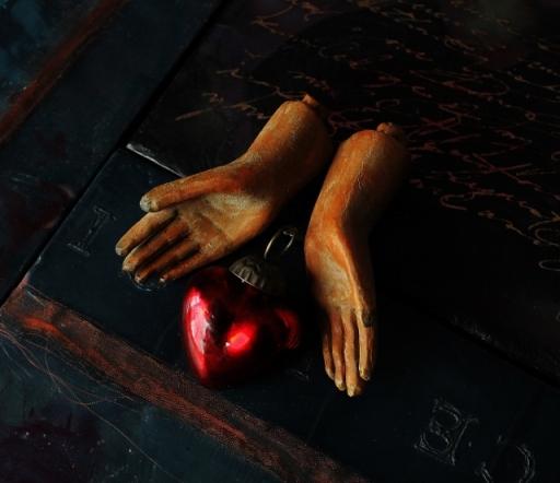 Santos Heart and Hands (640x553)